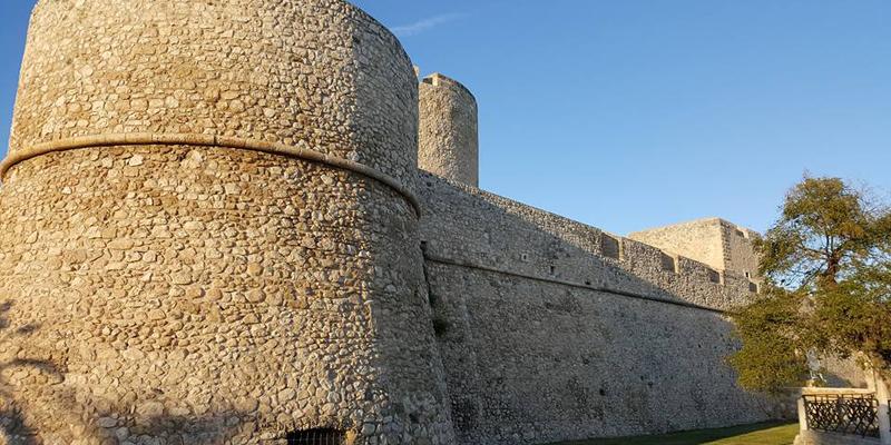 Manfredonia, un castello vista mare