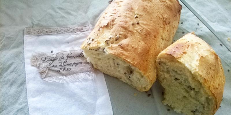Pane con semi di lino e patate