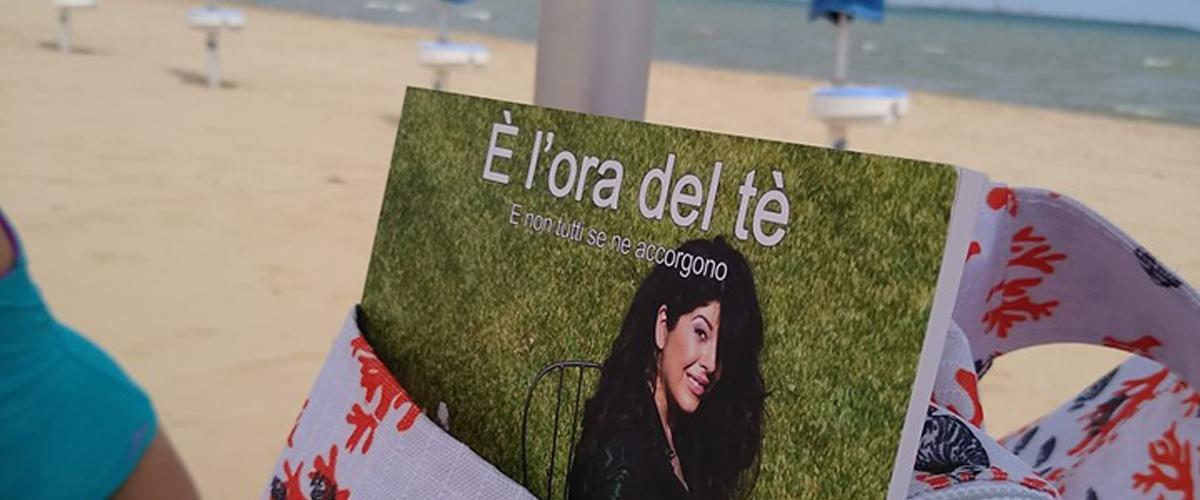 Un libro nella borsa mare